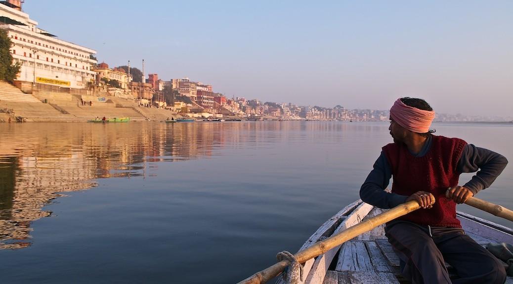 Waranasi, ghaty widziane z Gangesu
